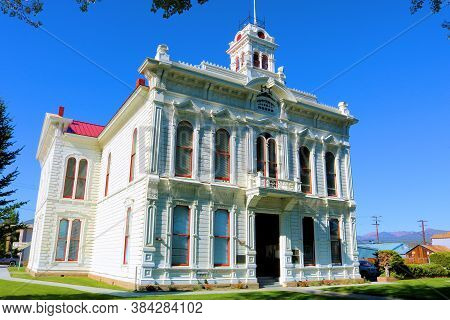 September 5, 2020 In Bridgeport, Ca:  Historical Courthouse Surrounded By A Manicured Lawn Taken In