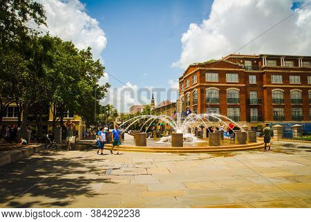 Charleston Sc  June 9, 2020 The Fountain At Joe Wiley Waterfront Park On June 9, 2020 In Charleston