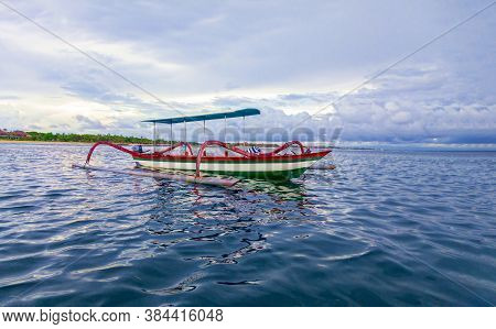 Thai Traditional Wooden Longtail Boat And Beautiful Sand Railay Beach In Krabi Province. Ao Nang, Th