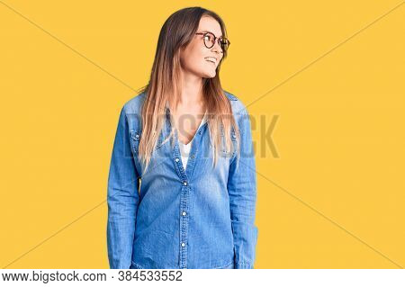 Beautiful caucasian woman wearing casual clothes and glasses thinking concentrated about doubt with finger on chin and looking up wondering
