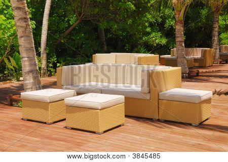 Confortável mobília ao ar livre