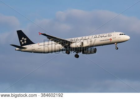 Istanbul / Turkey - March 28, 2019: Star Alliance Turkish Airlines Airbus A321 Tc-jrp Passenger Plan
