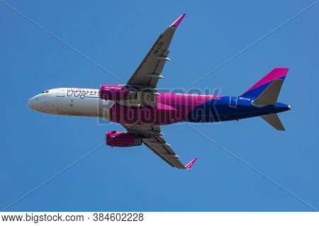 Budapest / Hungary - March 9, 2020: Wizz Air Airbus A320 Ha-lyq Passenger Plane Departure And Take O