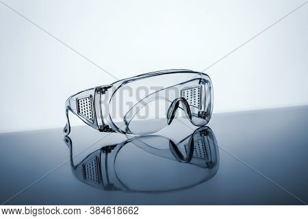 An image of a typical protective goggles