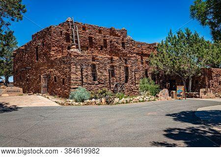 Grand Canyon National Park, Arizona, Usa - June 11, 2020: The Historic Hopi House Gift Shop Is A Fea