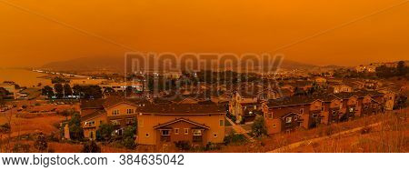 Thick Orange Haze Above San Francisco On September 9 2020 From Record Wildfires In Californa, Daytim
