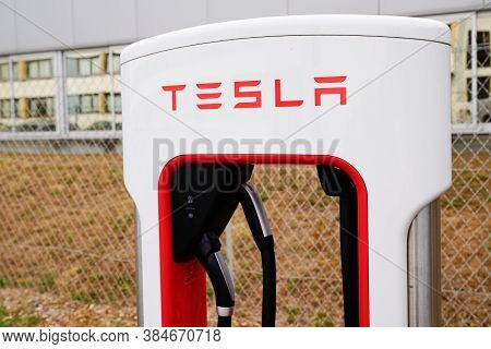 Bordeaux , Aquitaine / France - 09 01 2020 : Tesla Supercharger Car Station For Fast Charged Of Amer