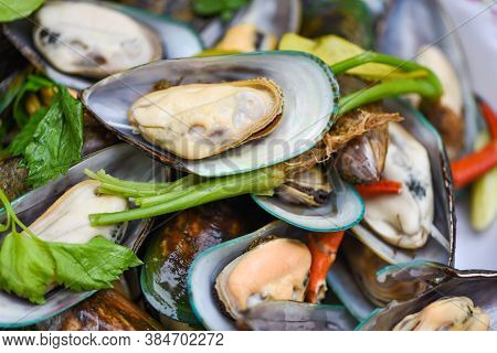 Mussels Cooked Food With Herb Ingredients / Seafood Shellfish Steamed Mussels