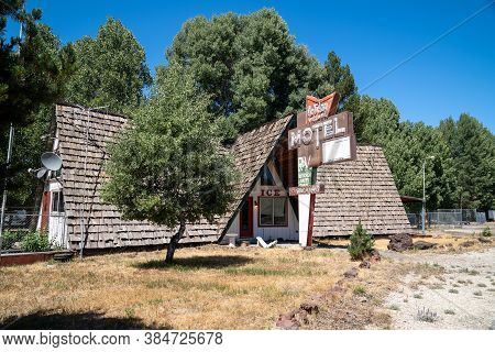 Chemult, Oregon - August 3, 2020: Vintage Retro Neon Sign For An Abandoned Holiday Village Motel And