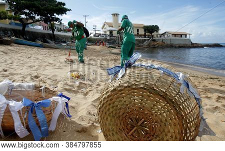 Salvador, Bahia / Brazil - February 3, 2017: City Cleaning Agent Cleans Up Paciencia Beach In The Ri