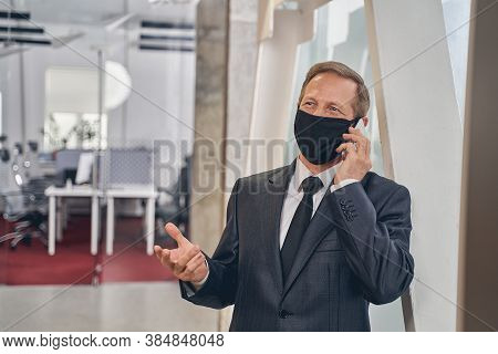 Kind Male Person Talking Per Telephone At Work