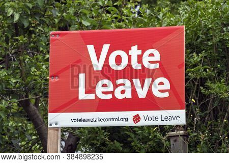 Weston-super-mare, Uk - June 16, 2016: A Sign Advocating A Leave Vote In The Referendum On The Uk's