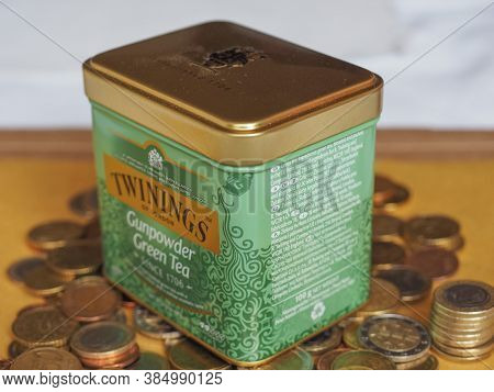 London, Uk - Circa August 2017: Twinings Green Gunpowder Tea Leaves For Brewing Loose Tea In Hot Wat