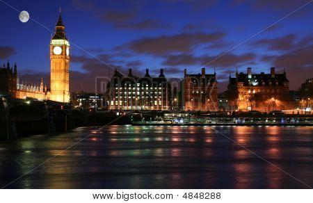 London Skyline Under The Moonlight