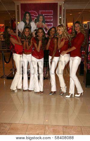 LOS ANGELES - NOVEMBER 15: Adriana Lima, Alessandra Ambrosio, Izabel Goulart, Selita Ebanks, Karolina Kurkova, Gisele Bundchen at Victoria's Secret Store November 15, 2006 in Los Angeles.