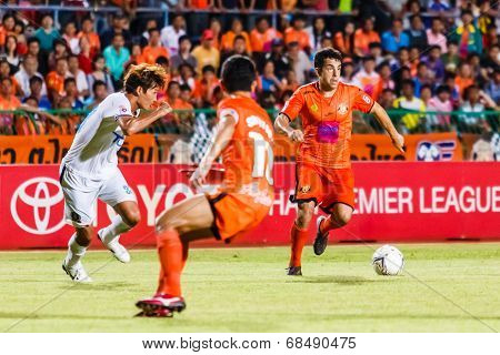 Sisaket Thailand-july 13: Gorka Unda Of Sisaket Fc. (orange) In Action During Thai Premier League Be