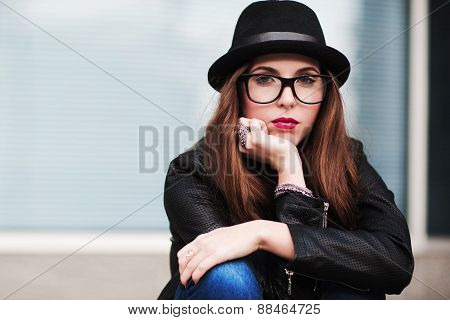 The Stylish Sad City Girl In Sunglasses Leans A Cheek On A Hand
