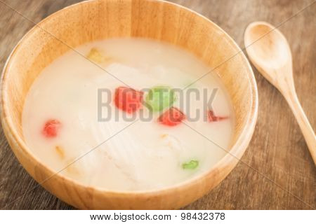 Water Chestnut Coated With Tapioca Starch In Coconut Cream