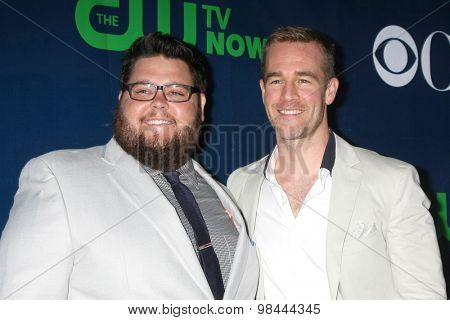 LOS ANGELES - AUG 10:  Charley Koontz, James Van Der Beek at the CBS TCA Summer 2015 Party at the Pacific Design Center on August 10, 2015 in West Hollywood, CA