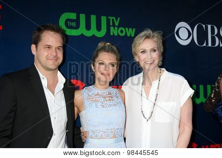 LOS ANGELES - AUG 10:  Kyle Bornheimer, Maggie Lawson, Jane Lynch at the CBS TCA Summer 2015 Party at the Pacific Design Center on August 10, 2015 in West Hollywood, CA