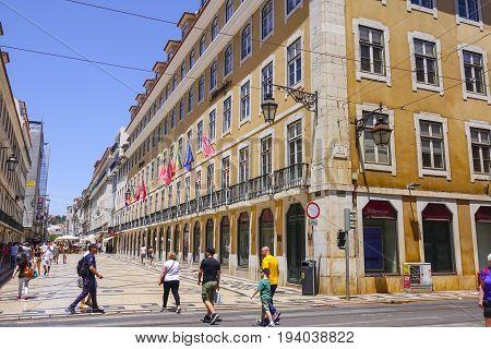 Popular Augusta Street in Lisbon pedestrian zone - a busy place all day - LISBON - PORTUGAL 2017