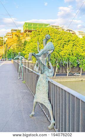 The Bronze Couple On The Bridge