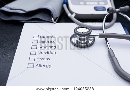 On the doctor's desk, Doctor assess the patient's history and what are the risks to cause a disease with his Diagnose Form.