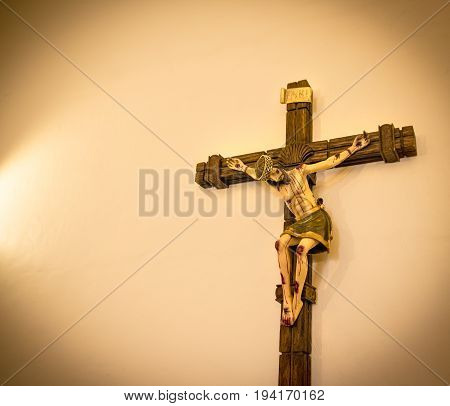 Jesus Christ At The Cross Crucifix Figure