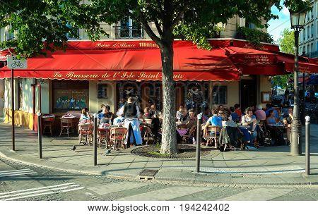 Paris, France-October 16, 2016 : The famous brasserie de l 'Ile Saint Louis located near Notre Dame cathedral in Paris, France.