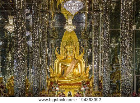UTHAI THANI,THAILAND - JANUARY 11, 2016: Golden Buddha in watthasung at uthaithani Thailand.