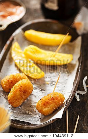 Scampi with fries and ketchup mayo dip