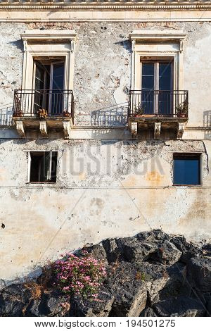 Urban House On Volcanic Rock In Giardini Naxos