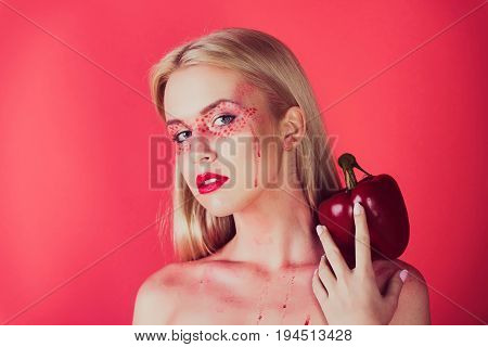 Pretty Blonde Woman With Creative Fashionable Makeup Hold Bell Pepper