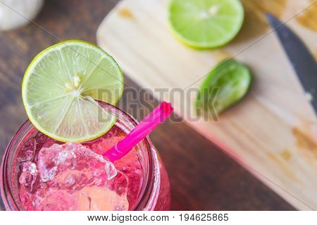 Lime is a good variety to decorate and decorate the taste. Lime useful Mix flavored with sweet water.