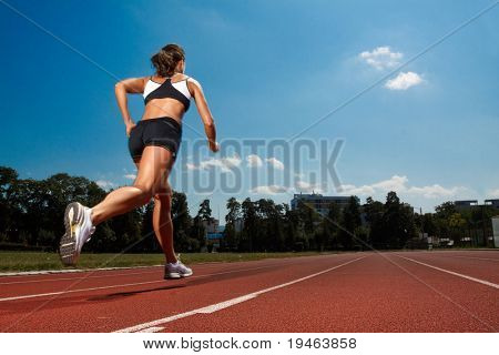 Athletic Woman auf track