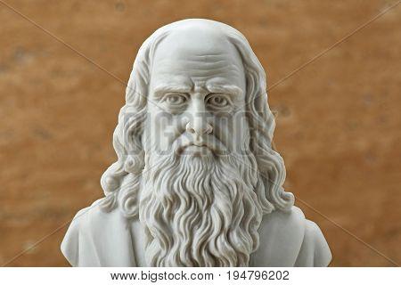 Statue of Leonardo Da Vinci, ancient Italian creative artist.