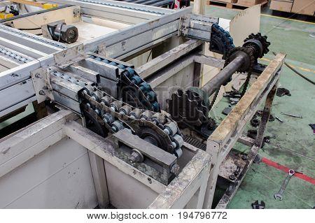 The maintenance and repair conveyor chain drive shaft