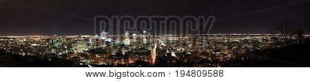 Vue sur Montréal de Nuit (Quebec - Canada)
