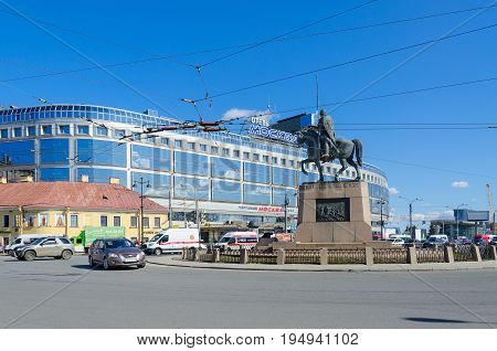 SAINT PETERSBURG RUSSIA MAY 3 2017: Shopping and entertainment complex and hotel Moscow monument to Alexander Nevsky on Alexander Nevsky Square St. Petersburg. Unknown people walking along street