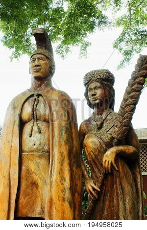 Honolulu Hawaii USA - May 29 2016: Harry and Mary Lake Statue at Tropical Farms Macadamia Nut Outlet