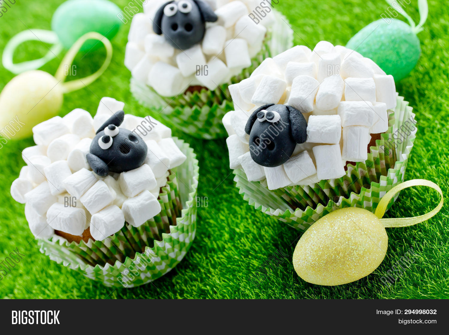 Easter Sheep Cupcakes Funny Cakes Shaped Cute Sheeps With Marshmallow Creative Idea Party