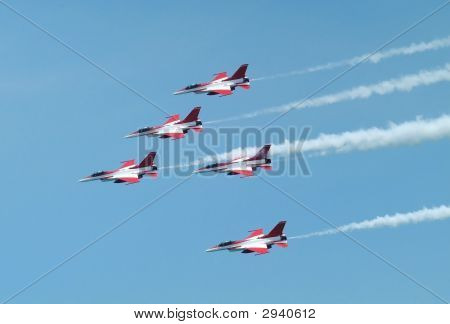 F16 In Formation