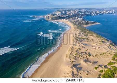 Nobbys Beach And Newcastle Harbour - Hunter River. Aerial View Of The Coastline - Newcastle Nsw Aust
