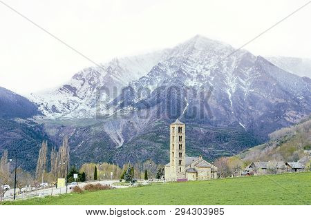 Picturesque Town In A Vall De Boí,  Catalan Pyrenees, Spain. Romanesque Church And Snow Mountains On