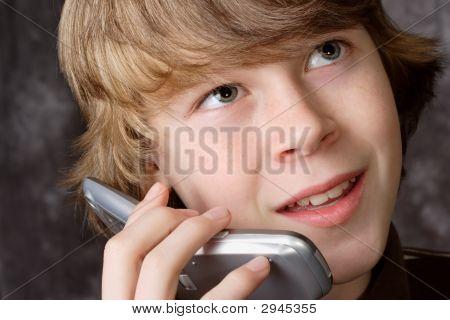 Teen sprechen auf Handy
