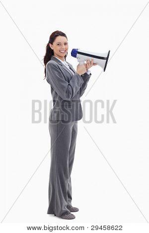 Profil anzeigen: a Businesswoman smiling mit einem Megaphon against white background