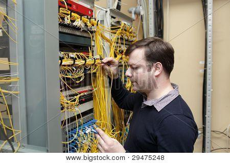 Network Engineer Jumpering Fibre Optic