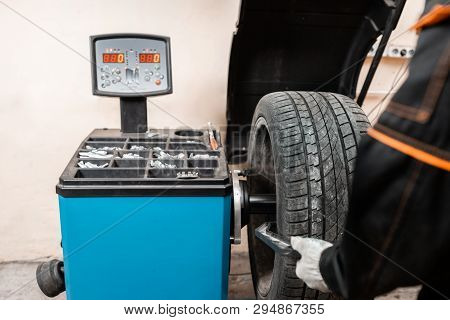 Excellent Balancing Wheel On Zero. Technician Spins A Car Wheel. The Tool For Repair - Lead Small We