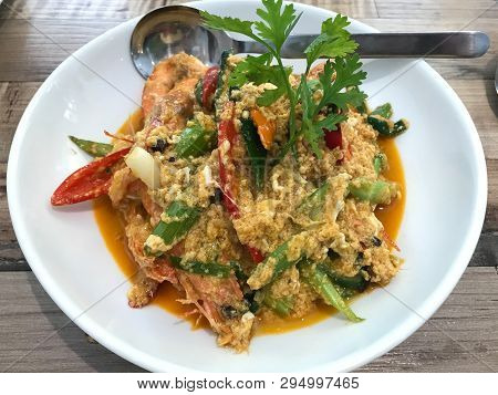 Fried Shrimp And Crab In Yellow Curry