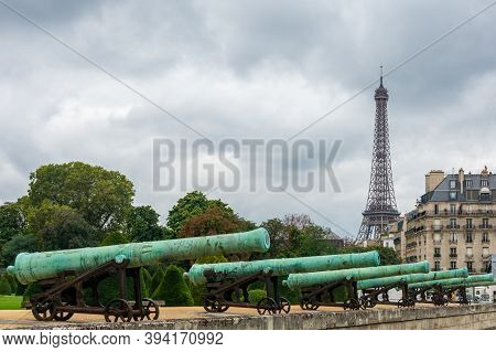 Paris, France - August 29, 2019 : Cannons Outside Les Invalides With The Eiffel Tower In Background